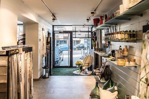 Commercieel gelijkvloers te koop in Sterrebeek